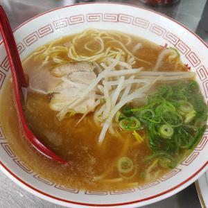 JR神戸駅近くの激渋町中華「相一軒」で、ラーメンと野菜炒め。