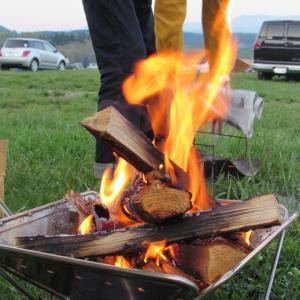 ワークマンプラスのフルジップコットンパーカーをキャンプで着る人が増えている!