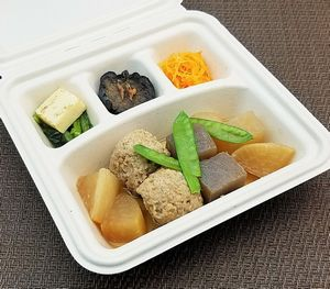 nosh-ナッシュ「鶏団子と大根の煮物」は低カロリー&減塩メニューでした。