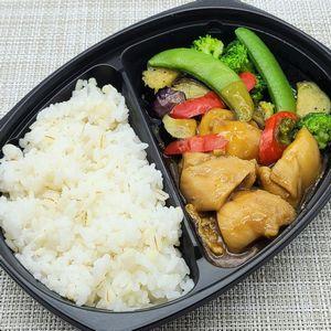 ライフの冷凍弁当「鶏肉と4種野菜の黒酢ん&押麦入りごはん」を食べました!