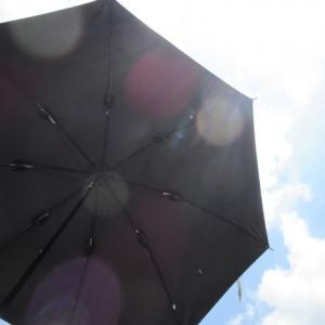 日傘の寿命を延長したい!黒カバンを色褪せさせたくない!紫外線カットスプレーで対策しています