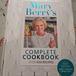 【イギリス・料理研究家】Bake offでお馴染み Mary Berry