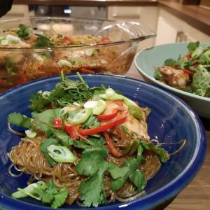【ナディヤの照焼きチキン春雨】 イギリスで簡単に手に入る材料で作れるアジアご飯