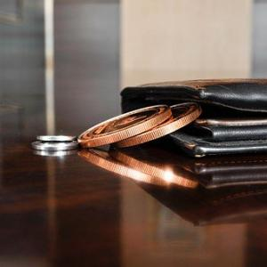 気がつけば「今のお財布3年以上使っていた!」金運アップしなくて良い?【お金が貯まるかも知れない財布選び】