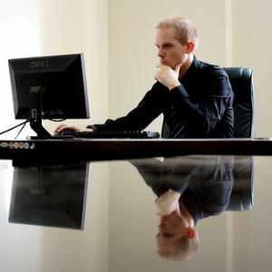 忙しいビジネスパーソンへ!座りっぱなしの管理職者がやるべき運動【時速4.5ウォーキング】