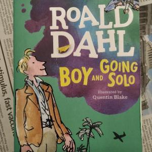 英国児童文学作家の自伝。古き英国の学生生活や悲惨な第二次世界大戦の様子を描く―『BOY AND GOING SOLO』著:ROALD DAHL