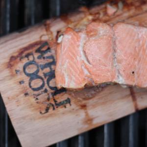 キャンプやBBQで最高のおつまみとなるオススメの燻製料理
