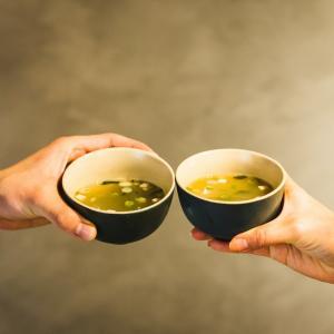 手軽に飲める国産ボーンブロスの「だし&栄養スープ」がかなりオススメ【アトピーや喘息に】