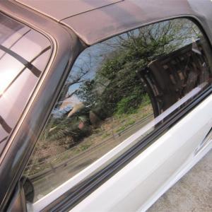 車も雨漏りをする…? ボディやゴムの劣化