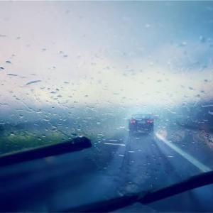 雨の日の運転は厄介ですね…