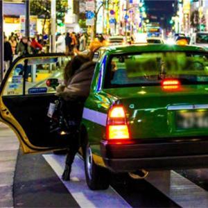 急停車するタクシーに衝突した場合の過失はどうなるの?