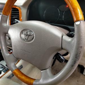 自動車内装修理#319 トヨタ/ランドクルーザー100 レザー革ハンドル/ステアリング 補修痕・劣化・擦れ・破れ傷補修