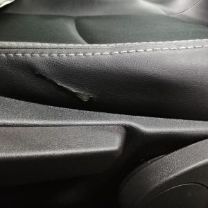 自動車内装修理#324 スバル/インプレッサスポーツ 合皮レザーシート 裂け破れ補修