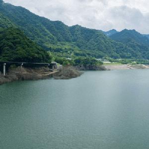 八ッ場ダム再訪 生まれたての「八ッ場あがつま湖」は何年も前からそこにあるかのような存在感を放っていた