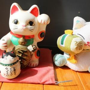 明日、9月29日は「招き猫の日」。猫が福を招く由来と招き猫の話。