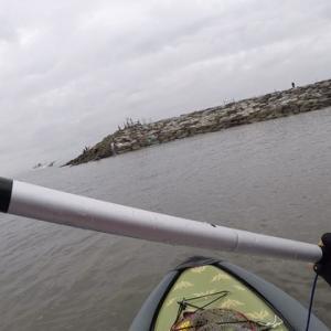 エボシ岩 SUPフィッシング 出艇直後に釣れないナブラ、イワシが回るも・・・・・