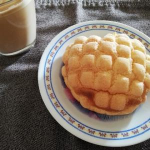 他人と外で食べる焼き立てパンは落ち着かない。
