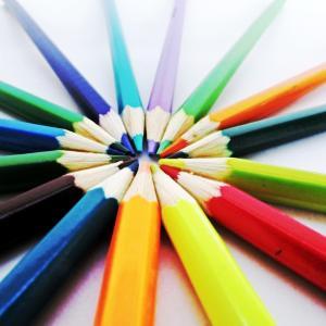 クリエイティブな人は生まれ持った才能ではい。幼少期の親との関わりも 影響される一つです。
