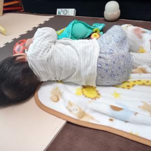 【生後4か月】寝返りできた〜寝返り返りができんやないけ!