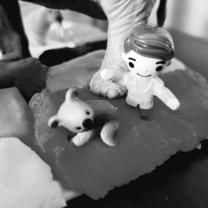 想像が膨らむカラフル粘土遊び。