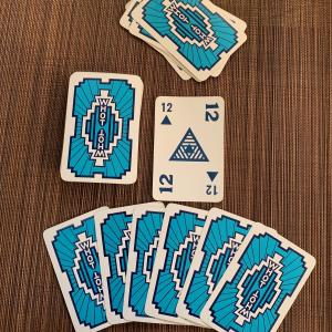 フリーメーソンっぽいデザインのカードゲーム、WHOTって!?
