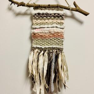 ダンボールで編み物・冬のインテリア『ウィービング・タペストリー』
