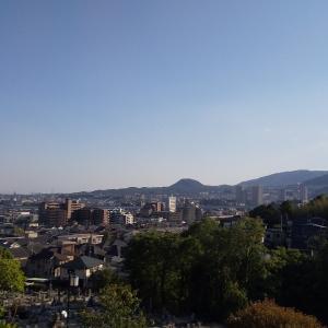 宝塚市街地と甲山
