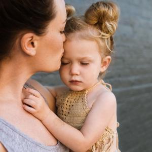 【赤ちゃんの人見知り】3ヶ月からは早い?人見知りの原因や対策をご紹介