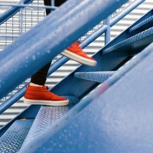 短時間で足腰、身体の引き締めに最適な階段ダッシュ