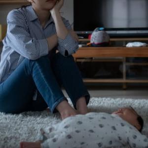 妻が産後うつに! 生後0ヶ月のママの体の状態や産後うつの原因は?