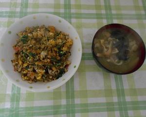 チャーハンと味噌汁の朝食