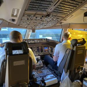 【キャセイパシフィック航空 ファーストクラス搭乗記】 羽田→香港 B777ー300ER