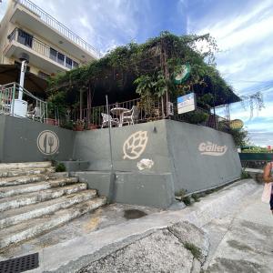 香港 大嶼山(ランタオ島) ステーキハウス The Gallery Bar & Restaurant 塘福村 この村で唯一まともな店!