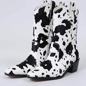 めざましテレビイマドキ|牛柄のブーツ
