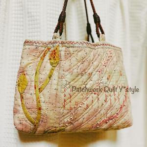 母がピンクのバッグを使ってくれています