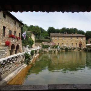 メディチも愛した古の温泉地、「バーニョ・ヴィニョーニ」