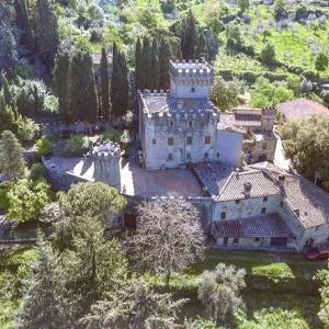 フィレンツェ近郊「1800年代のお城」に独占滞在!