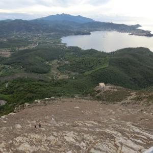 エルバ島最古の要塞・ヴォルテッライオへ歴史&絶景トレッキング