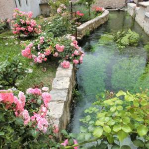 清流が流れる小さな村・ラシーリアは、別名「ウンブリアのヴェネツィア」