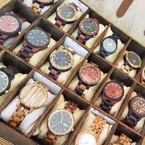 めっちゃ軽くてめっちゃ可愛い!木製の腕時計
