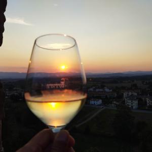 スカルぺリア・ヴィカーリ宮殿の「夕日を見ながらアぺリティーヴォ」