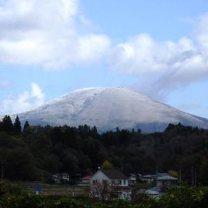 室根山に雪が降った。