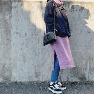 紫のニットワンピを着こなし周りと差をつける方法