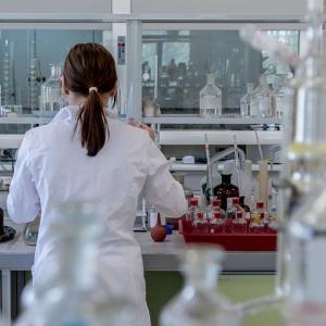 メディカルアロマとは?フランスやベルギーでは医師や薬剤師が処方しているアロマテラピーについて