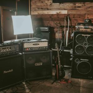 【フリーあり】おすすめのギター・ベース用アンプシュミレーター『ソフトもハードも紹介』