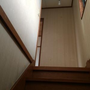 【DIY】階段の壁紙はどうやって貼ってるの?
