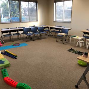 2・3歳児 思考力クラスでは、バランスをとる力を育て、姿勢の良さ・集中力を高めます