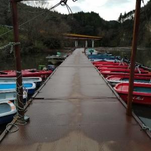 亀山ダムでバス釣り中