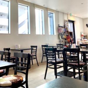 お初のカフェへ