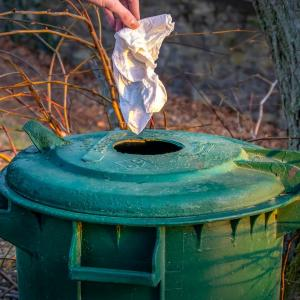 「何もしたくない時」や「イライラしてる時」は足下のゴミを1つ拾ってみて下さい